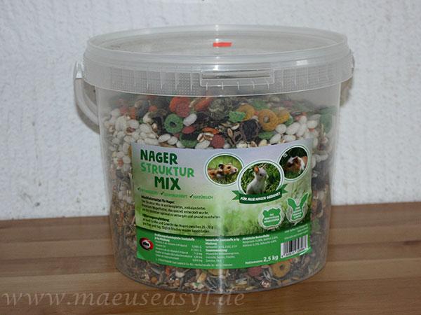 Eimer als Verpackung für Futter